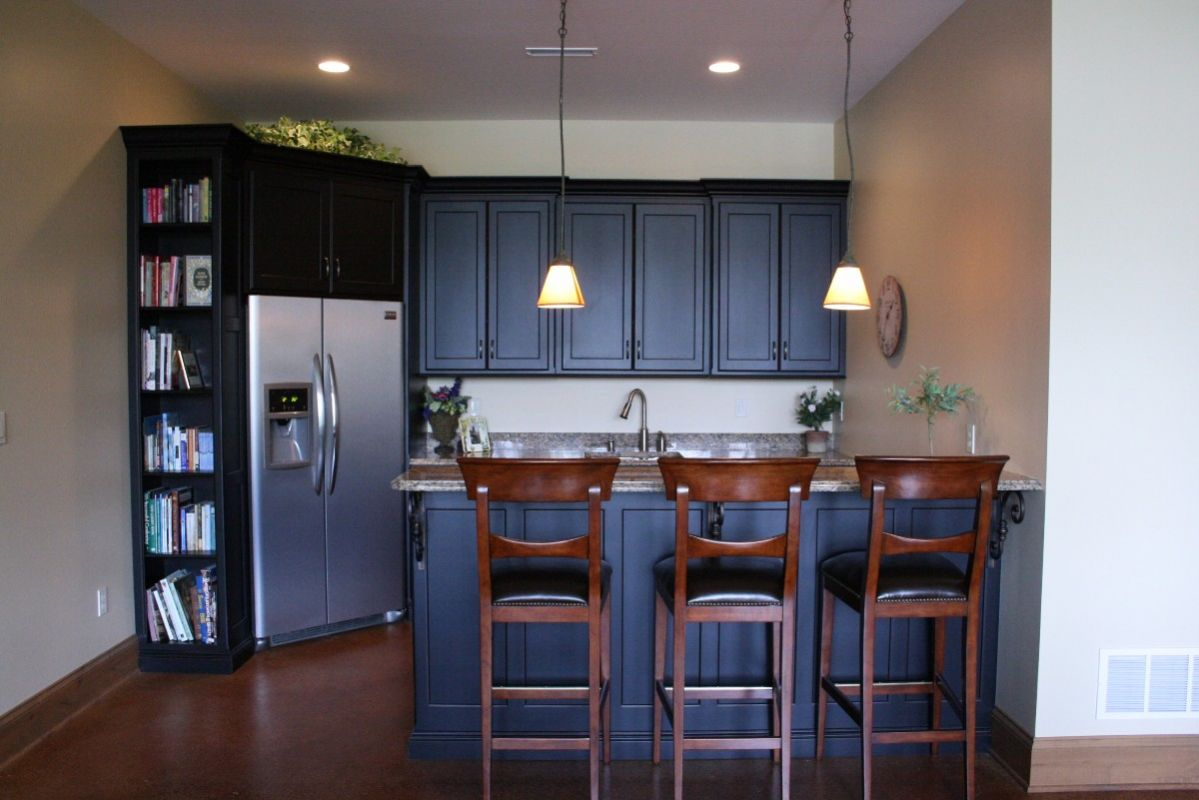 Home wet bar with built in refrigerator for Bar showcase for home