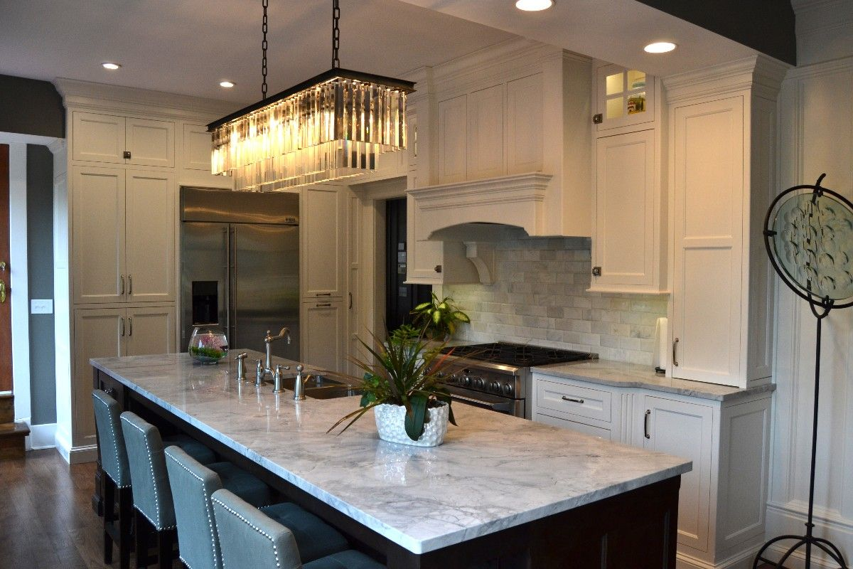 White Elegant Kitchen Countertop